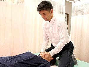 首の調整もボキボキしない繊細な施術です